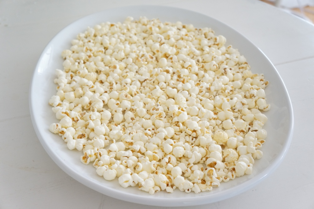 Pink Chocolate Popcorn for Movie Night with Tracey Rapisardi (1/6)