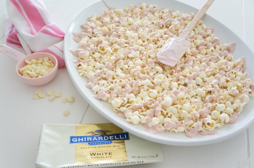 Pink Chocolate Popcorn for Movie Night with Tracey Rapisardi (2/6)
