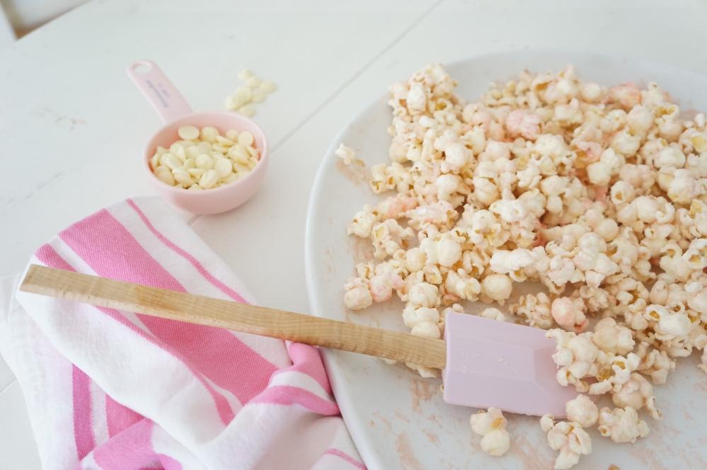 Pink Chocolate Popcorn for Movie Night with Tracey Rapisardi (3/6)