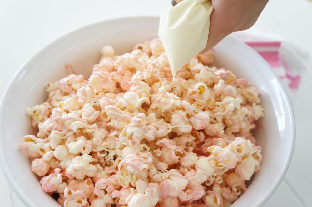 Pink Chocolate Popcorn for Movie Night with Tracey Rapisardi (5/6)