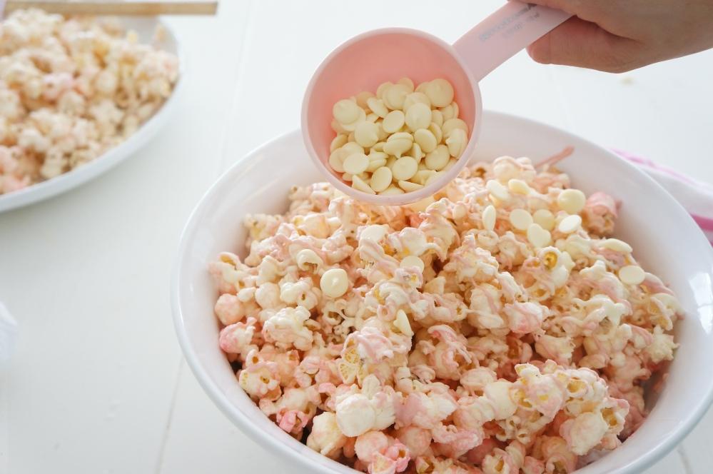 Pink Chocolate Popcorn for Movie Night with Tracey Rapisardi (6/6)