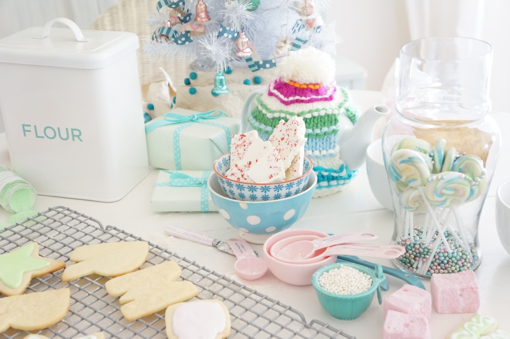 Baking Frosted Sugar Cookies for Christmas with Tracey Rapisardi (1/6)