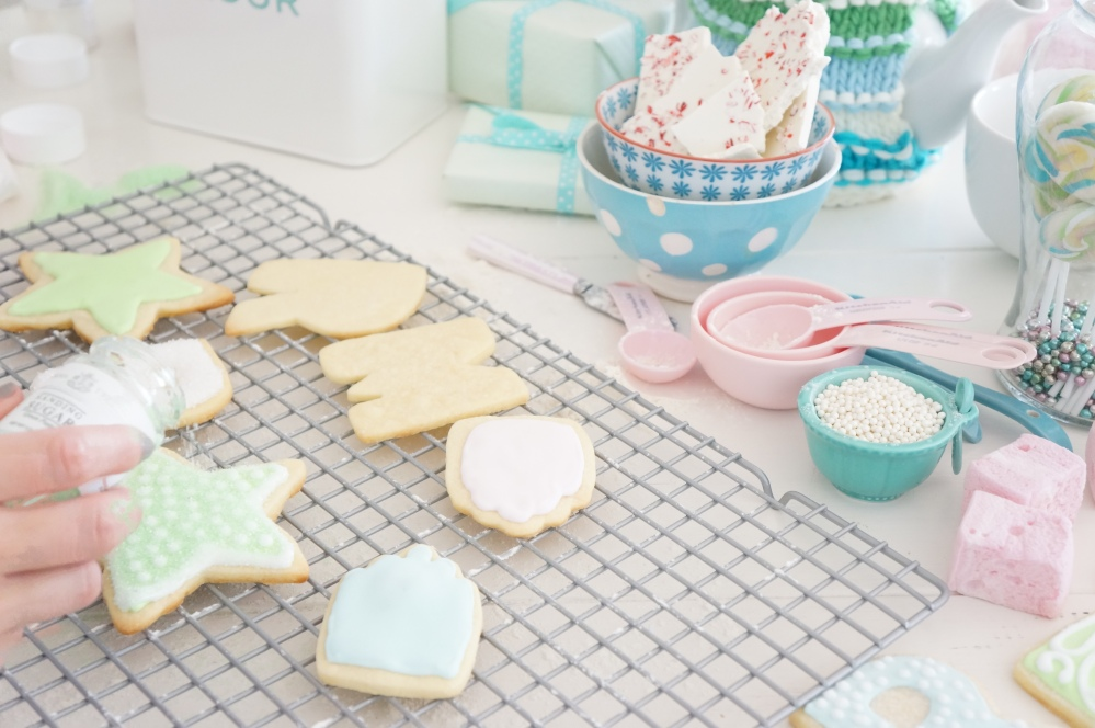 Baking Frosted Sugar Cookies for Christmas with Tracey Rapisardi (4/6)