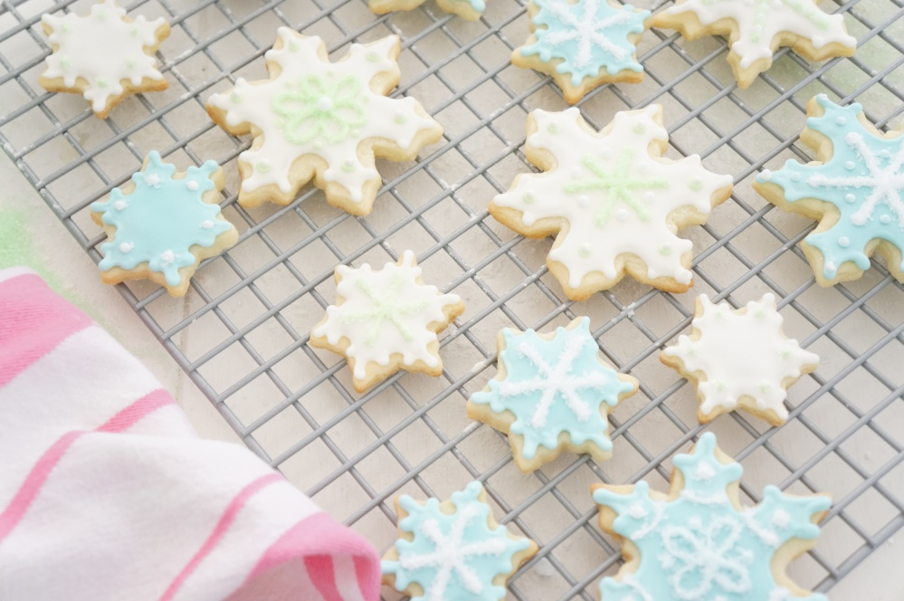Baking Frosted Sugar Cookies for Christmas with Tracey Rapisardi (6/6)